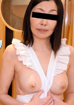 最新HEYZO 1911 熟妻~友利子的裸体围裙~[保坂友利子]