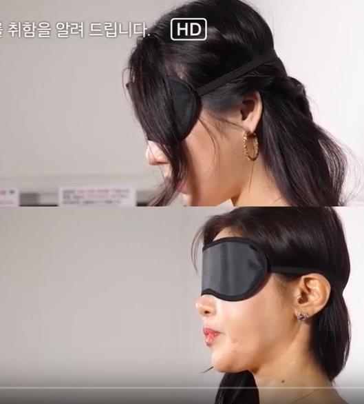 女学生粉峰蒙着眼睛品尝